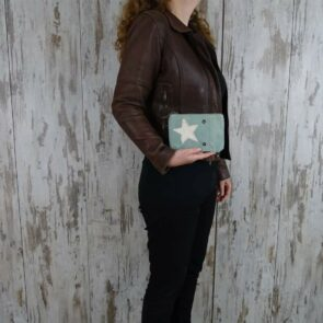 Myra Bag Clutch Chantal persoon