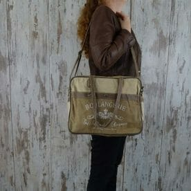 Myra Bag Schoudertas Delphine persoon1