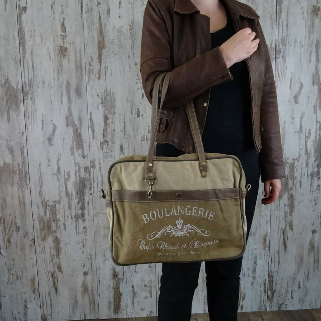 Myra Bag Schoudertas Delphine persoon2