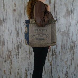 Myra Bag Schoudertas Roselyn persoon1