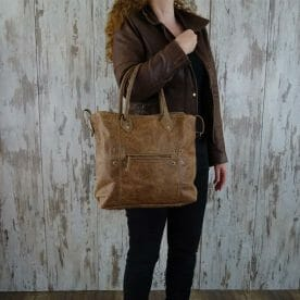 Myra Bag Schoudertas Fabienne persoon1