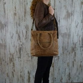 Myra Bag Schoudertas Fabienne persoon2