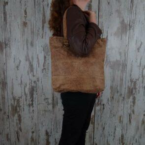 Myra Bag Leren Emma persoon